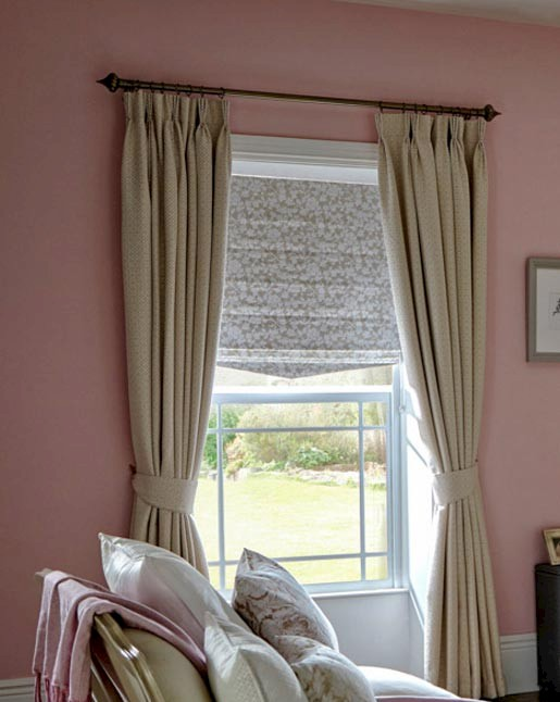 Nouget Roman Blind